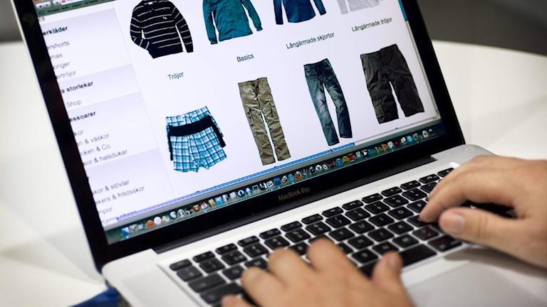 Bild på hemsida där det säljs kläder.