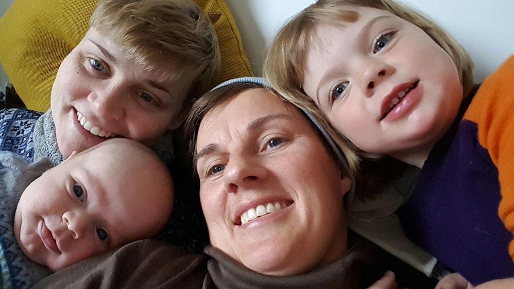 Merethe och Ylva Kleiven med barnen Anker och Eivor.