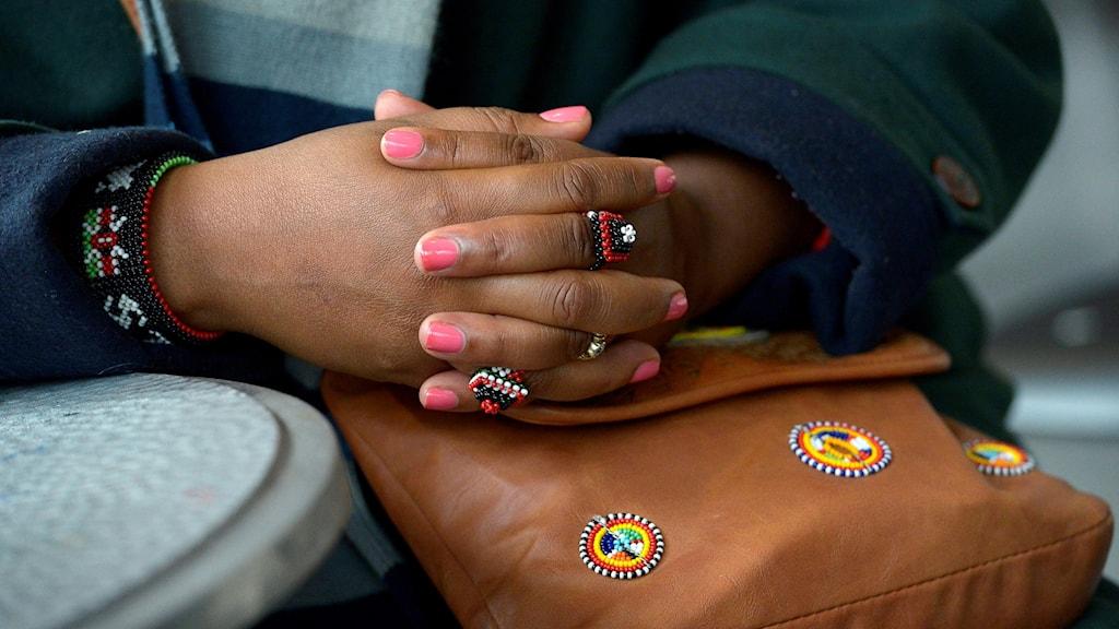 En kvinnlig hand.