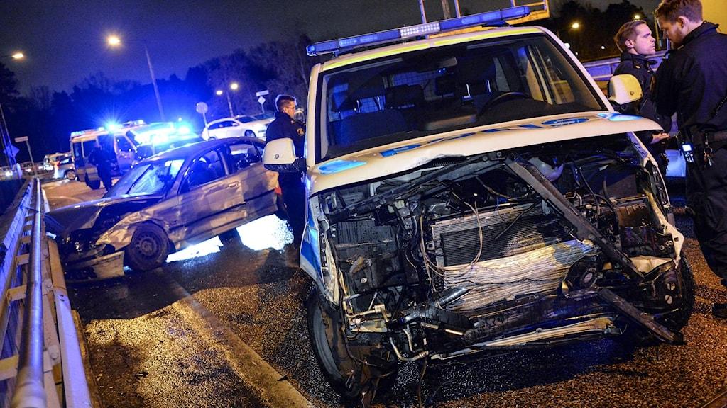 Prejningskador på polisbil