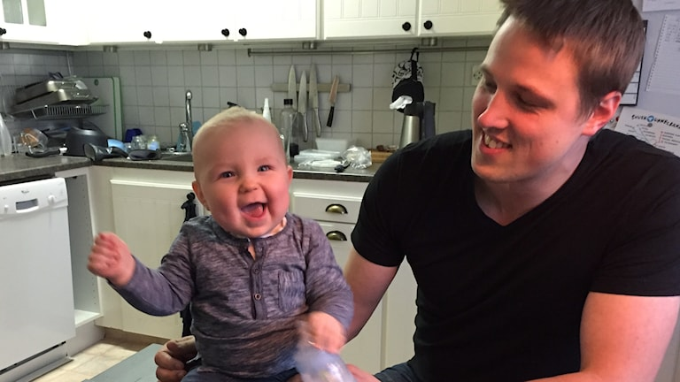 bild på Gustaf och hans barn