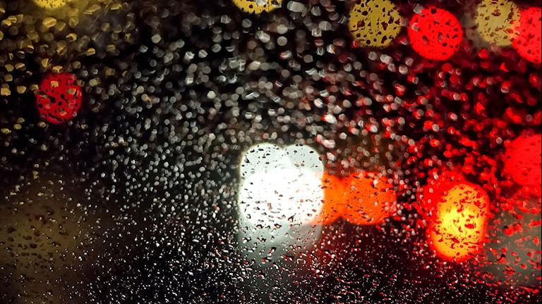 Bild på insidan av en bil på natten