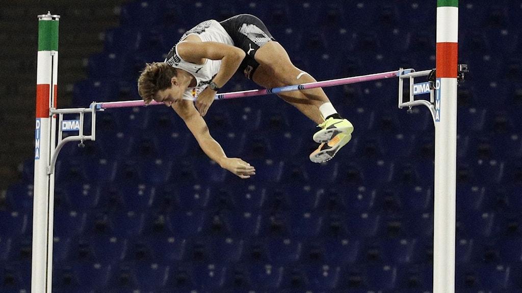 Armand Duplantis över 6,15 meter i Rom.