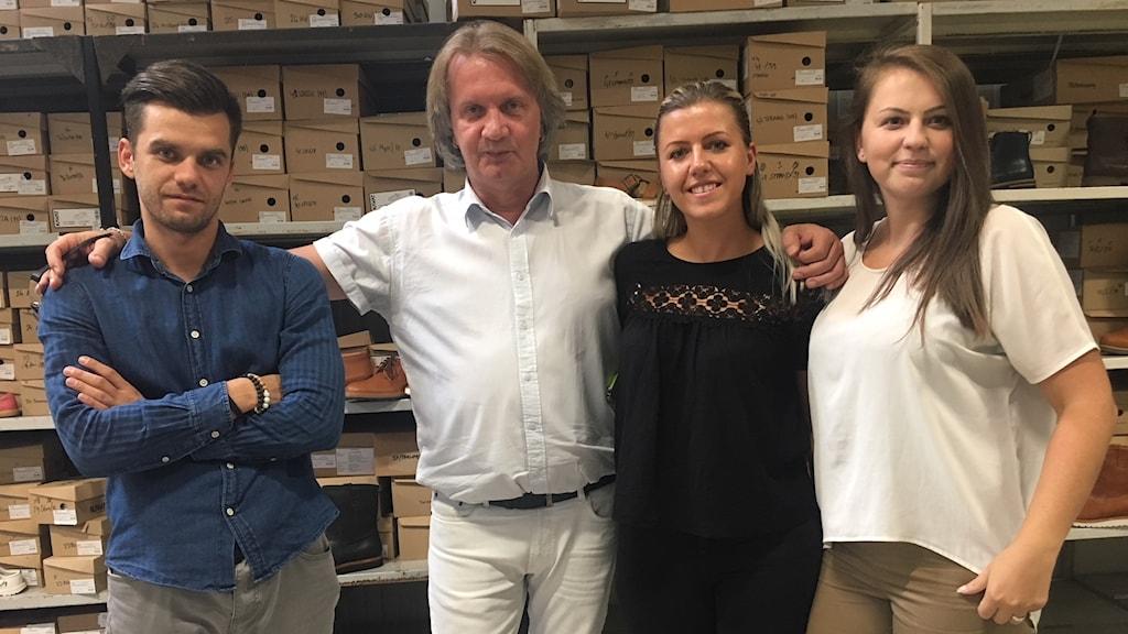 Smail Sabic (2:a från vänster) flydde till Sverige under Bosnienkriget. Nu är han tillbaka i sitt gamla hemland som platschef på fabriken i Novi Travnik.