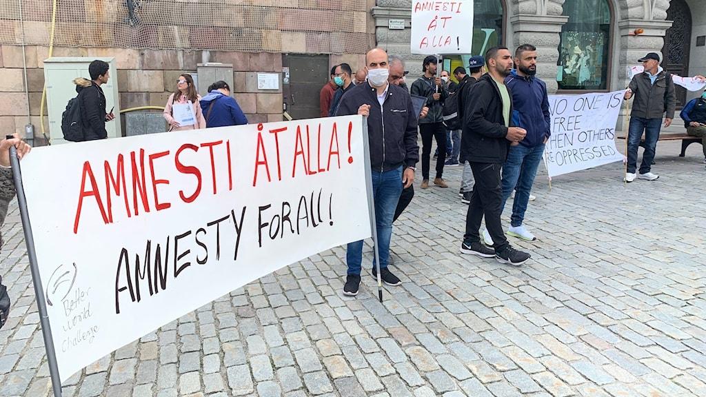 Inför migrationskommitténs förra möte hölls en demonstration som ville lyfta frågan om uppehållstillstånd i Sverige.