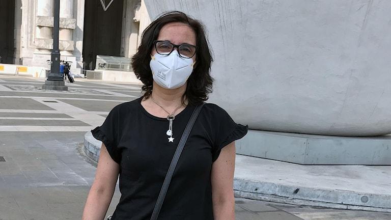 Kvinna i Italien med munskydd
