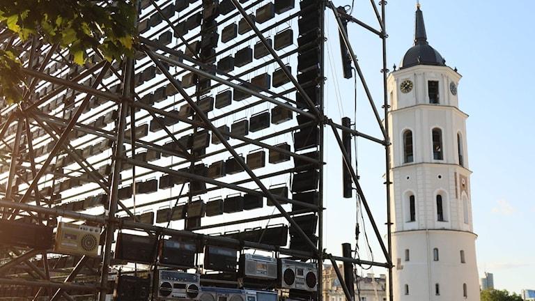 1500 radioapparater syns i Vilnius, Litauen, som en del av 30-års jubileet av den baltiska kedjan.