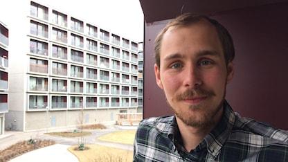 Emil Gyllenberg, som bor i en av lägenheterna säger att han trivs bra.