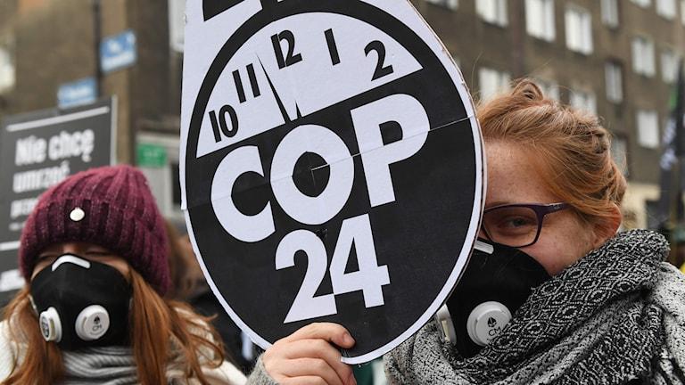 Klimataktivister manifesterar i Polen.