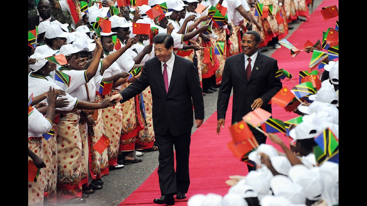 Kinas president Xi Jinping anlände på söndagen till staden Dar es Salam i Tanzania. Foto: AP Photo/ Khalfan Said/Scanpix