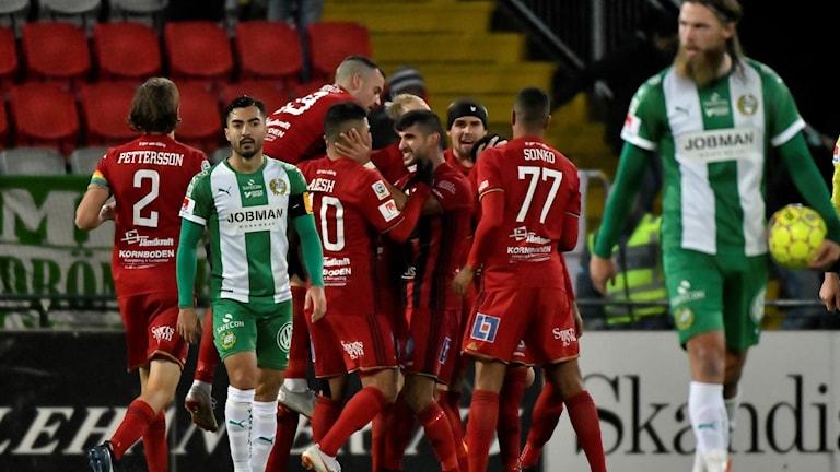 Östersundsjubel efter att Jerell Anthony Sellars gjort 2-2 under söndagens fotbollsmatch i allsvenskan mellan Östersunds FK och Hammarby IF