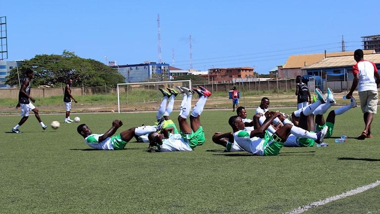 Fotbollsspelare i Ghana tränar