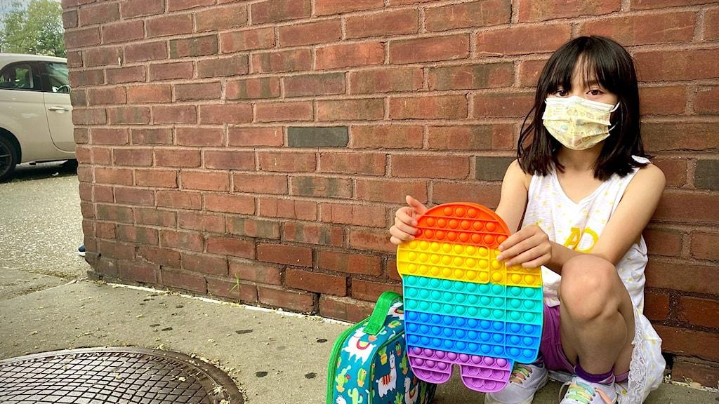 """""""Sydney, 8 år, får äntligen träffa jämnåriga igen under ett sommarkollo på Manhattan i New York. Efter att mycket undervisning skett på distans under pandemin ska hon tillbaka till klassrummet i höst"""