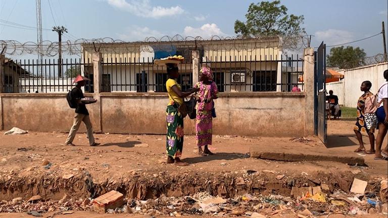 CAR är världens näst fattigaste land. Vapen finns överallt även om Bangui verkar lugnare.