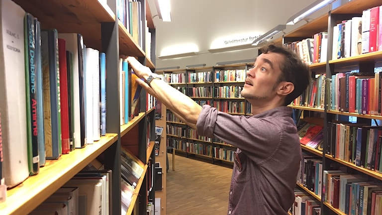 Gustav Almestad, bibliotekarie i Farsta centrum