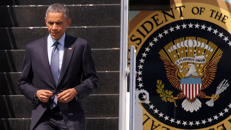 Barack Obama går av Air Force One efter att han anlänt till Burma. Foto: Khin Maung Win/TT.