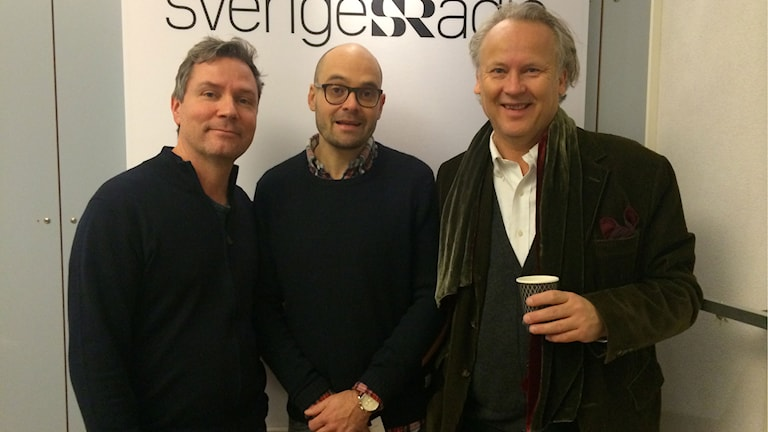 Skådespelaren David Dencik i mitten, författaren Klas Östergren till vänster och till höger programledaren Håkan Widman.