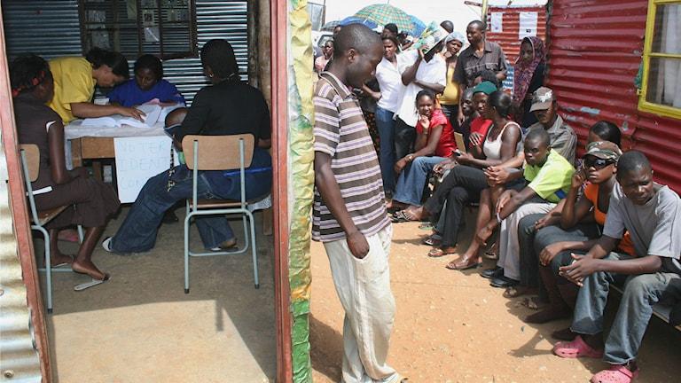 Namibier köar för att rösta vid det senaste valet i november 2009. Foto: Dirk Heinrich/TT.