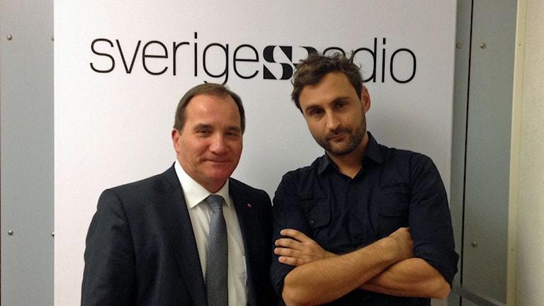 Stefan Löfven och programledare Johar Bendjellou i studion. Foto: Helena Ulander/Sveriges Radio