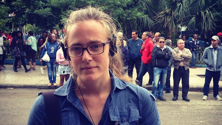 Lotten Collin reporting in Havanna, Cuba. Photo: Swedish Radio.