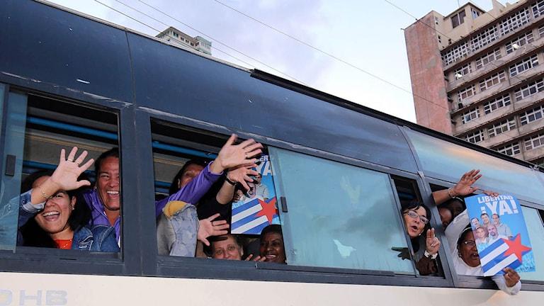 Exalterade Kubaner i Havanna, Cuba. Foto: TT
