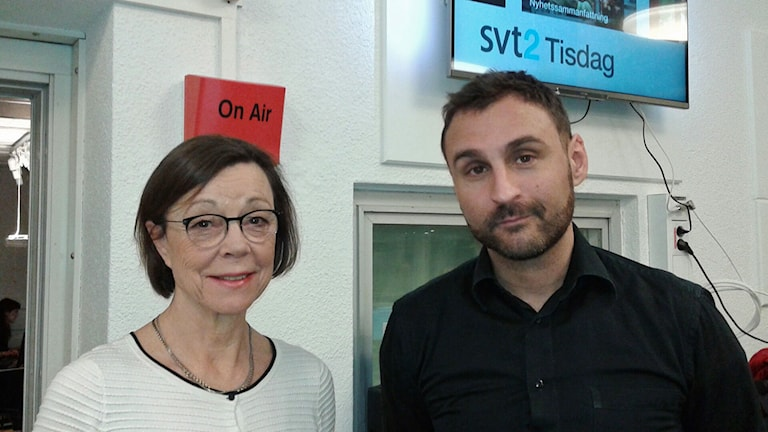 Annika Söder, kabinettsekreterare och Johar Bendjelloul, programledare, utanför studio 15 efter intervjun. Foto: Lena Wiktorin/Sveriges Radio