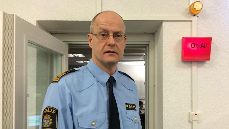 Polisen Mats Löfving utanför studio 15.