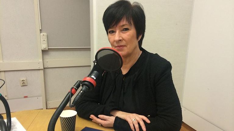 Mona Sahlin vid mikrofonen.
