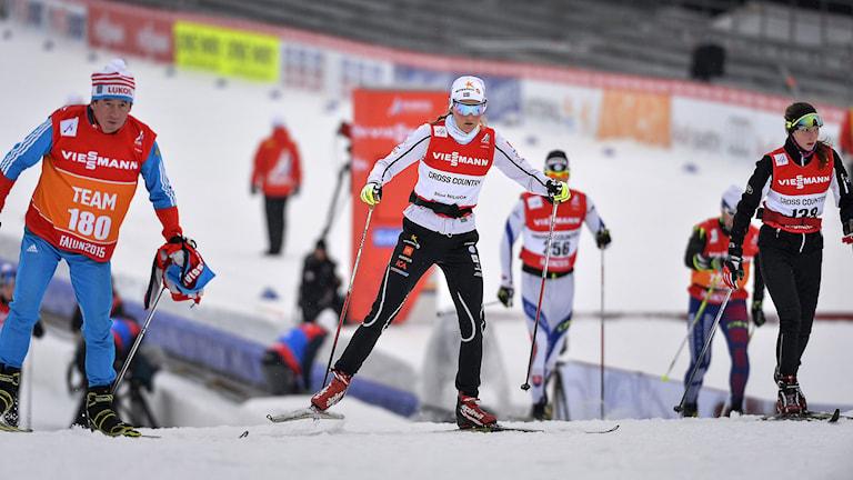 Stina Nilsson i aktion under träningen i VM-skidspåren på Lugnet i Falun på tisdagen. På torsdag startar skid-VM i Falun med sprinttävlingar. Foto: Anders Wiklund/TT