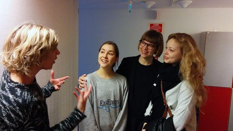 Från vänster, Katherine Zimmerman, programledare, Irma von Platen, skådespelare, Sara Bergmark Elfgren, författare och Hanna Asp, skådespelare. Foto: Karin Albons/Sveriges Radio