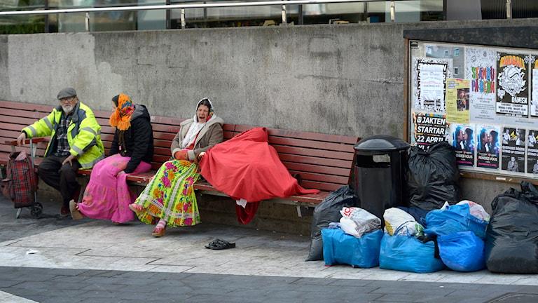 EU-migranter på Sergels Torg med kassar Foto: Janerik Henriksson/ TT