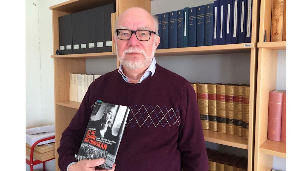 """Klas Åmark, professor emeritus i historia på Stockholms universitet. Och författare till """"Att bo granne med ondskan."""""""