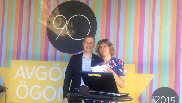 Gustav Fridolin och Katherine Zimmerman på scenen i Almedalen. Foto: Lotta Karlsmark/Sveriges Radio