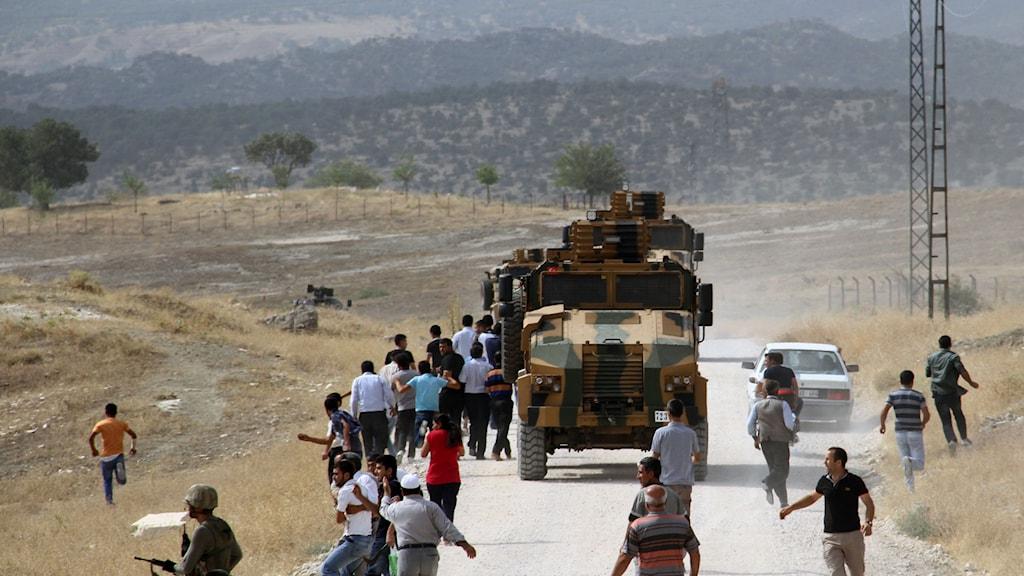 Stenkasting mot turkiskt militärfordon. Foto: TT