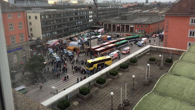 Överblicksbild över mottagningscentret vid Centralstationen i München. Foto: Daniel Alling/Sveriges Radio.