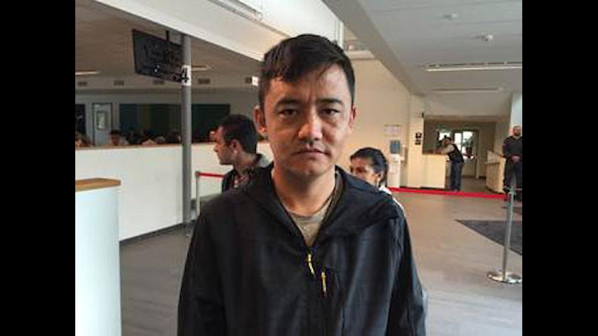 Baratali Sharifi har rest i över en månad för att komma till Sverige. Han säger att det kändes som att komma ut ur ett fängelse när han äntligen stod på Malmö centralstation. Foto: Anna Landelius/Sveriges Radio