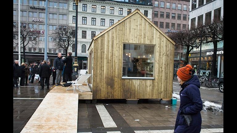 Ett Attefallshus som har visats på Norrmalmstorg i Stockholm. Foto: Claudio Bresciani/TT