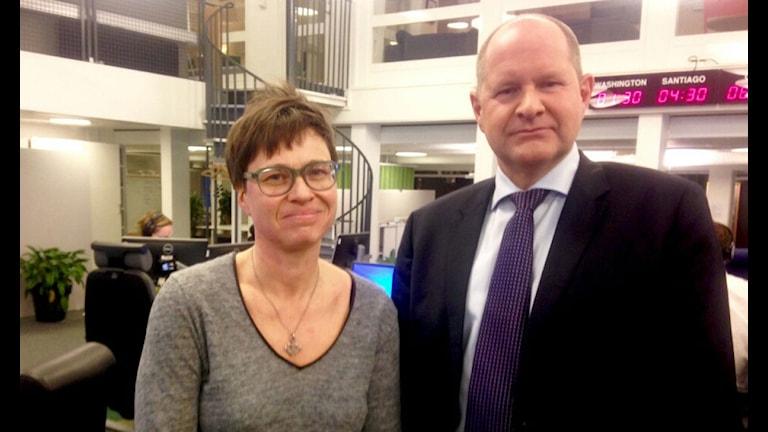 Cecilia Strömberg, programledare och Dan Eliasson, rikspolischef. Foto: Ausi Petrelius/Sveriges Radio