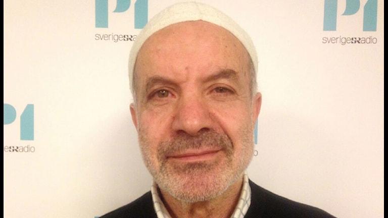 Awad Olwan arbetar som imam i Fisksätra i Nacka utanför Stockholm. Foto: Ausi Peterlius/Sveriges Radio