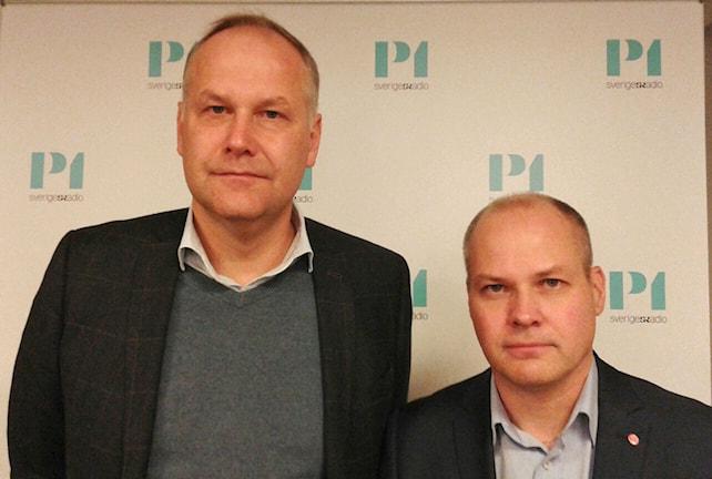 Jonas Sjöstedt, partiledare (V) och Morgan Johanson, Migrationsminister (S). Foto: Sveriges Radio