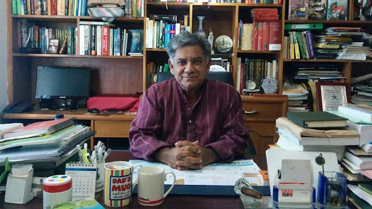 Enligt brigadgeneral Sakhawat Hussain är Bangladesh dåligt rustat för att hantera Islamiska statens terror. Det politiska dödläget i landet bäddar för extremism, säger han. Foto: Axel Kronholm/Sveriges Radio