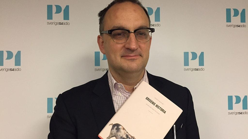 Martin Ragnar, författare till boken Grisens historia. Foto: Lotta Jinde/Sveriges Radio.