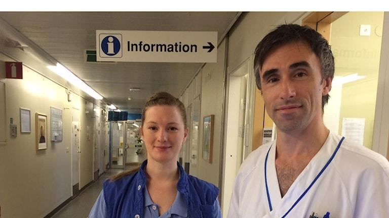 Julia Olsson, sjuksköterska och Jonas Silverdal på hjärtintensivavdelningen Östra sjukhuset i Göteborg. Foto: Anna-Karin Sivberg/Sveriges Radio