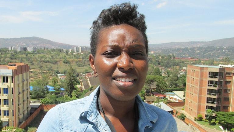 """Claudette Irere är chef för K-lab i Kigali. """"Tanken är enkel - unga kommer hit med sina laptops. De får en plats att sitta på, gratis internet och gott kaffe - och så sker det magi!"""" Foto: Richard Myrenberg/Sveriges Radio"""