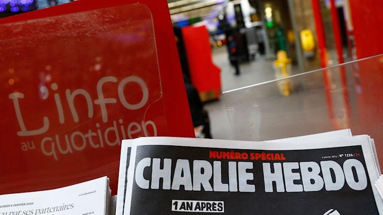 Senaste numret av Charlie Hebdo. Foto: Francois Mori/TT.