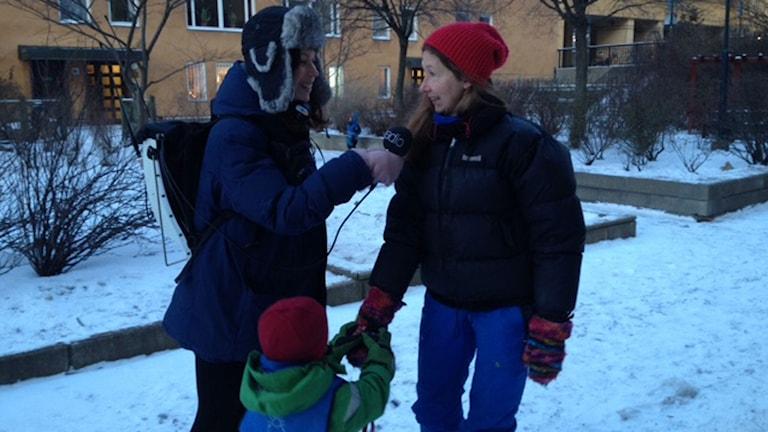 Det gäller att klä sig varmt i kylan. Foto: Helén Preutz/Sveriges Radio.