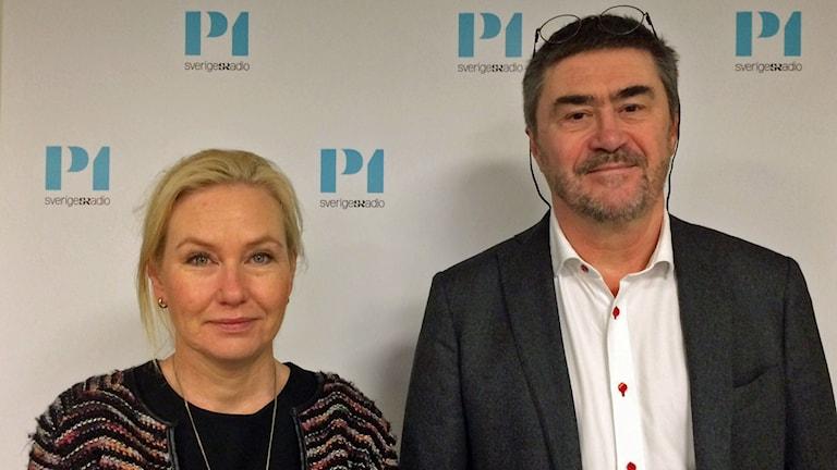 Anna Johansson, infrastrukturminister (S) och Jan-Eric Nilsson, professor i transportekonomi på VTI. Foto: Helena Ulander/Sveriges Radio.