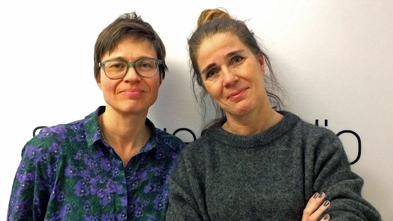 två kvinnor i radio studio