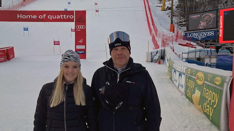 Emma Nilsson, skidåkare och entusiast och Thomas Eriksson, tävlingsledare för världscupen i Stockholm mitt i Hammarbybacken
