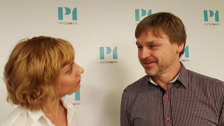 Katherine Zimmerman, programledare och Joakim Palme, Olof Palmes äldste son.